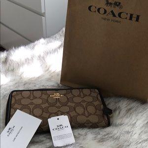 Coach signature wallet 💜